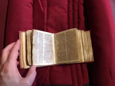 Photo de l'objet Paris BNF Hébr 3 (avec échelle), manuscrit de 10 mm par 10 mm